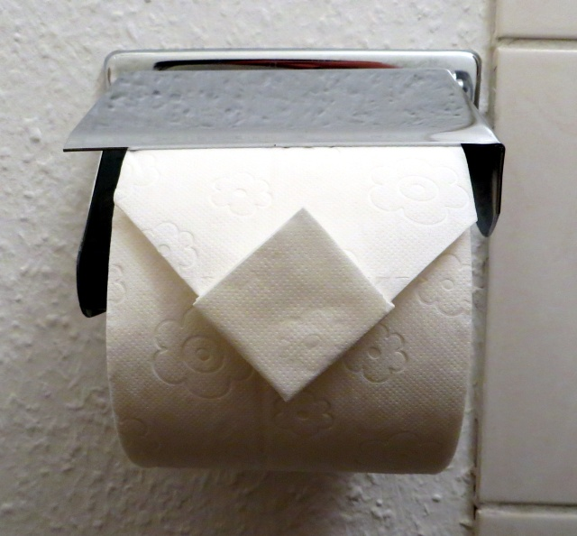 Toilet paper diamond fold