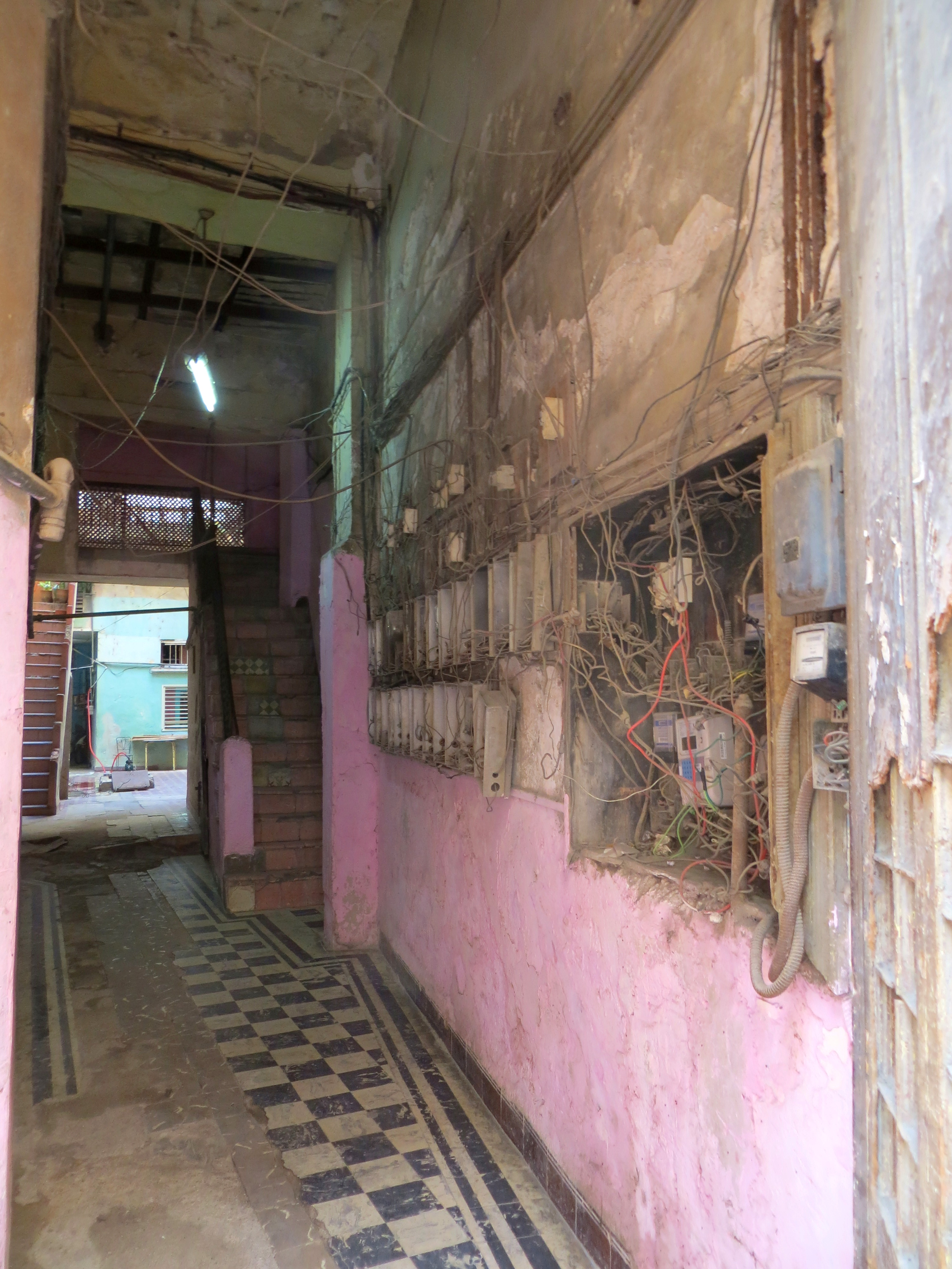 Typical Cuban Wiring in Homes