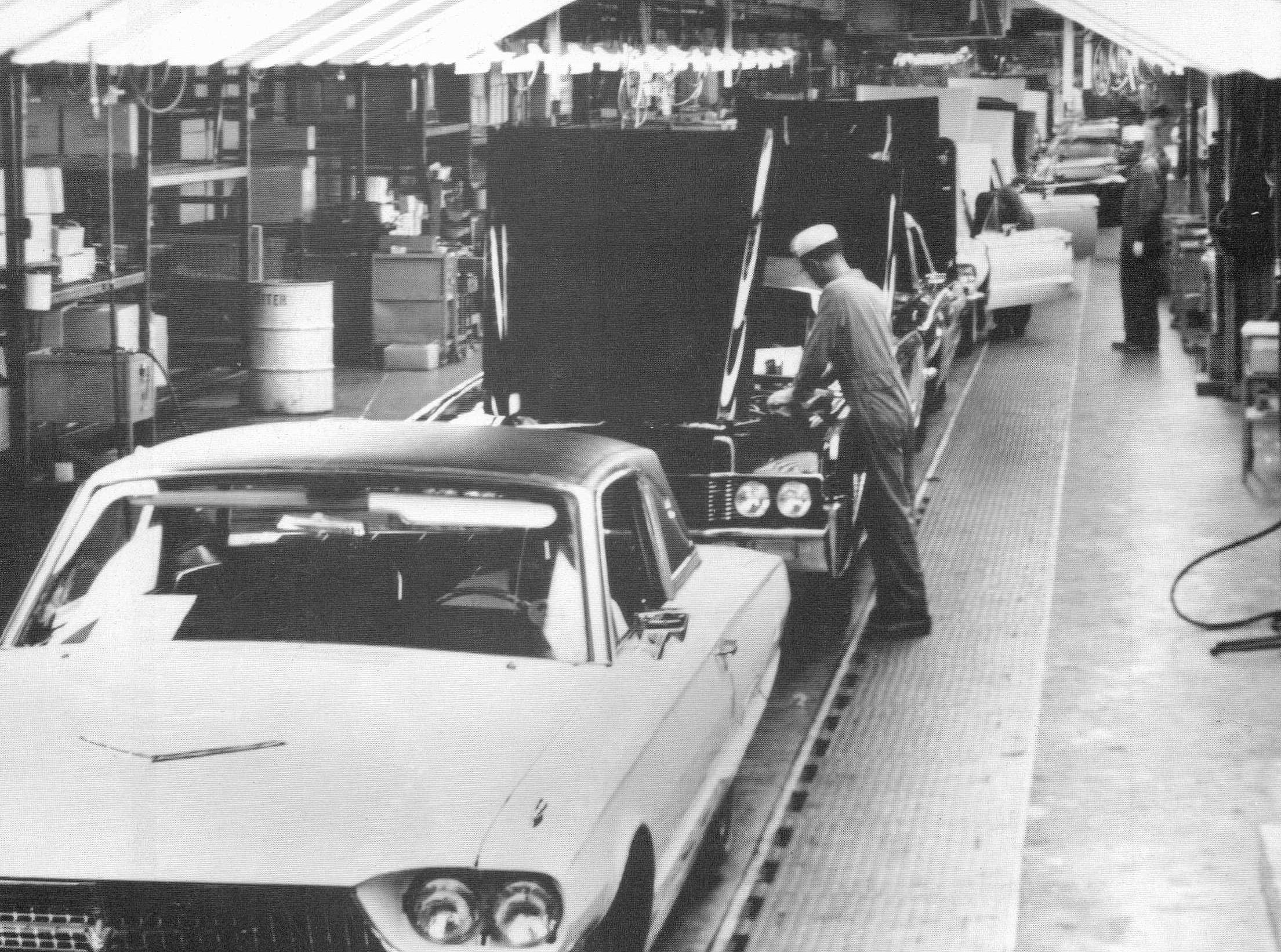 Ford Thunderbird Assembly