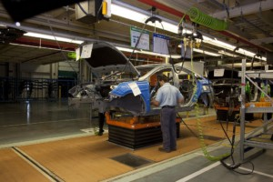 Hyundai moving walkable platform assembly line